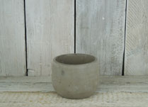 Round stone pot for summer bedding