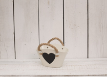 Gorgeous cream zinc trough with heart shaped blackboard on the front. Great for planting your bulbs this Spring!