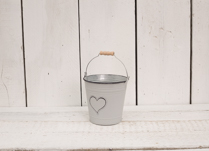 Beautiful grey washed zinc heart bucket. Great for indoor and outdoor planting!