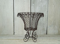 Elegant wire planter for wedding decoration